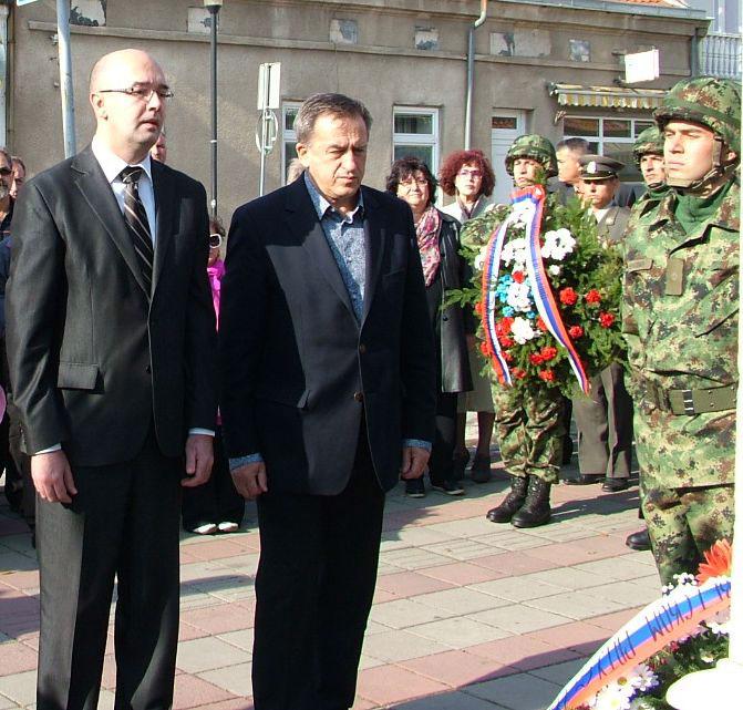 Полагање венаца на Споменик српском војнику