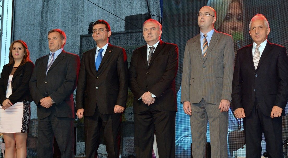 (sleva nadesno) Davorka Mitrović, Miomir Ilić, Veroljub Arsić, Aleksandar Đokić, Bane Spasović i Milić Jovanović