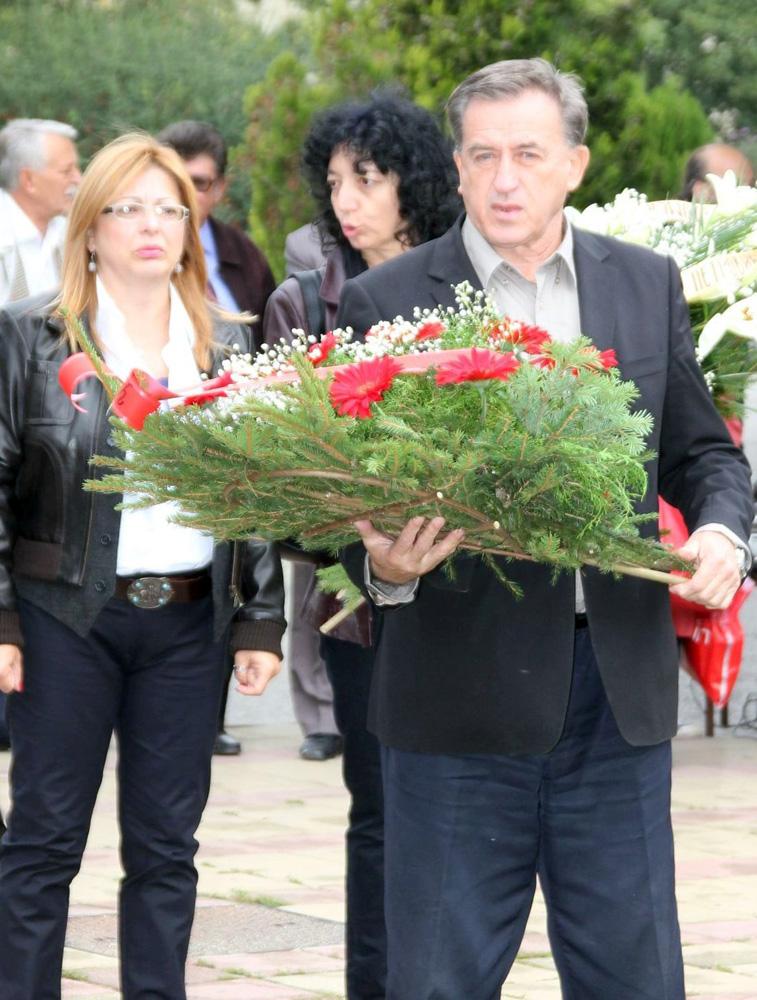Polaganje venaca kraj spomenika Slobodanu Stojanoviću