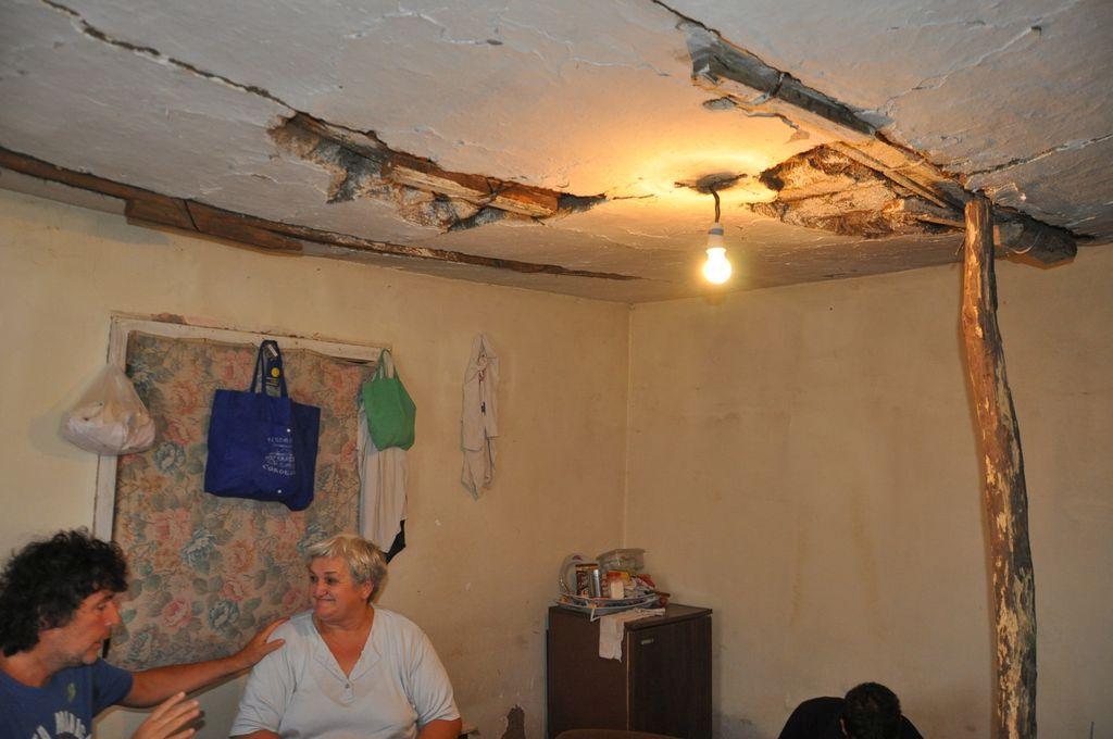 Živorad Đurić i Mirjana Ercegovčević u ruiniranoj kući