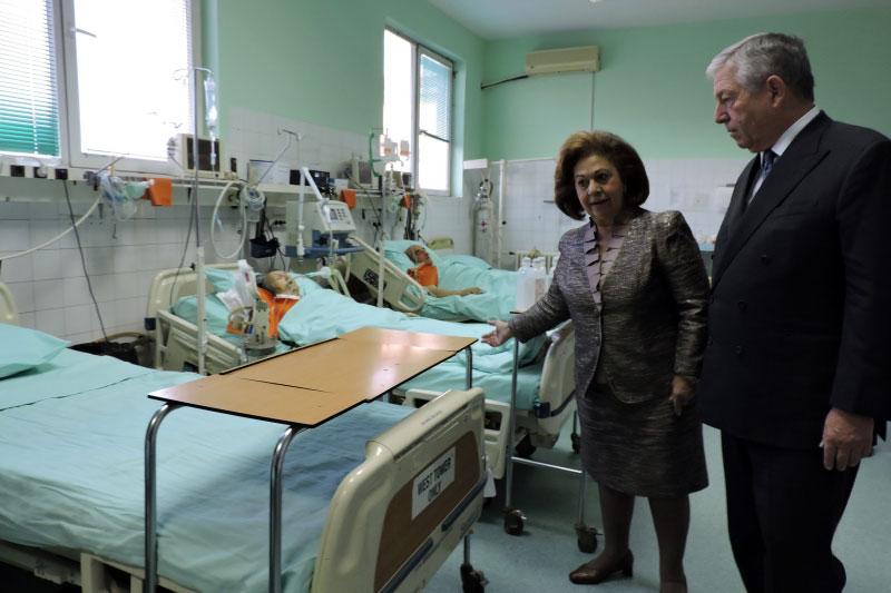 Prinčevski par među bolesnicima i lekarima