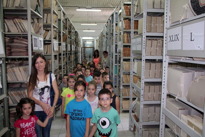 Decu veoma zainteresovao Arhiv