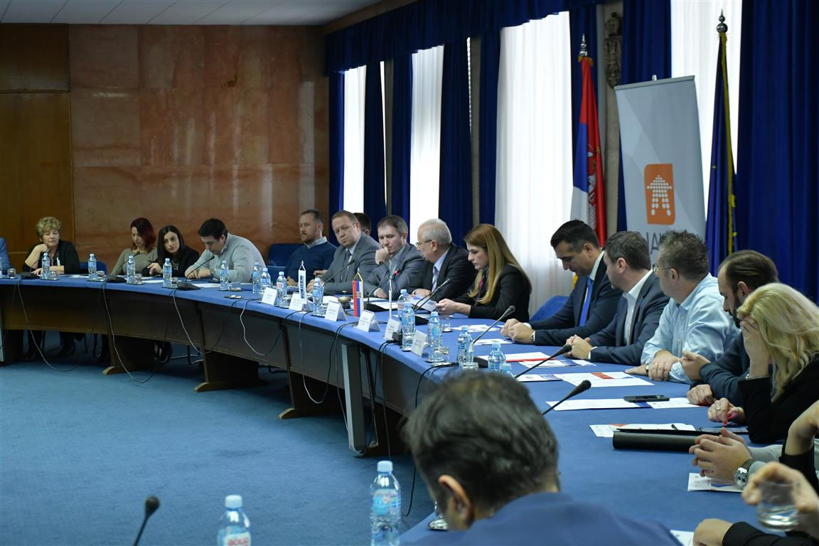 Ministar Ružić sa predstavnicima lokalnih samouprava o unapređenju uslova poslovanja 27309